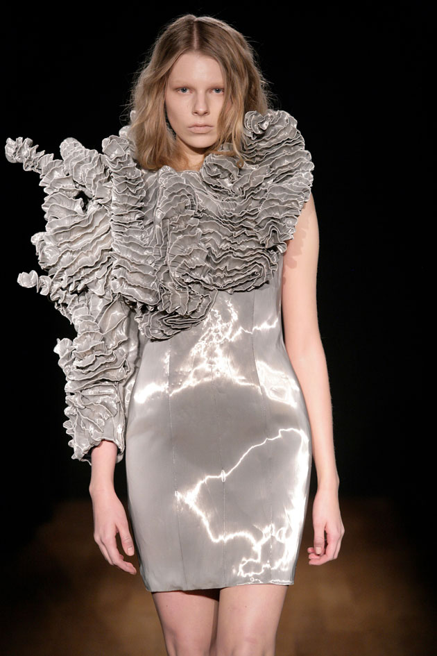 The beauty of uncertainty iris van herpen new spring 2011 for Couture fashion designers